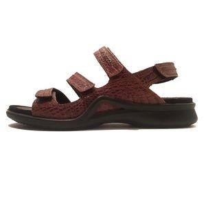 NWOT Ecco Crock Leather Brown Sandal, Size EU 39